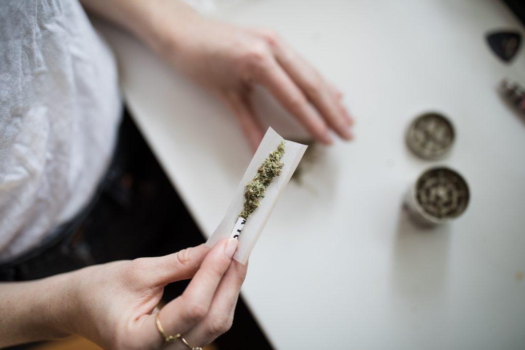 Vaping vs Smoking - Rolling