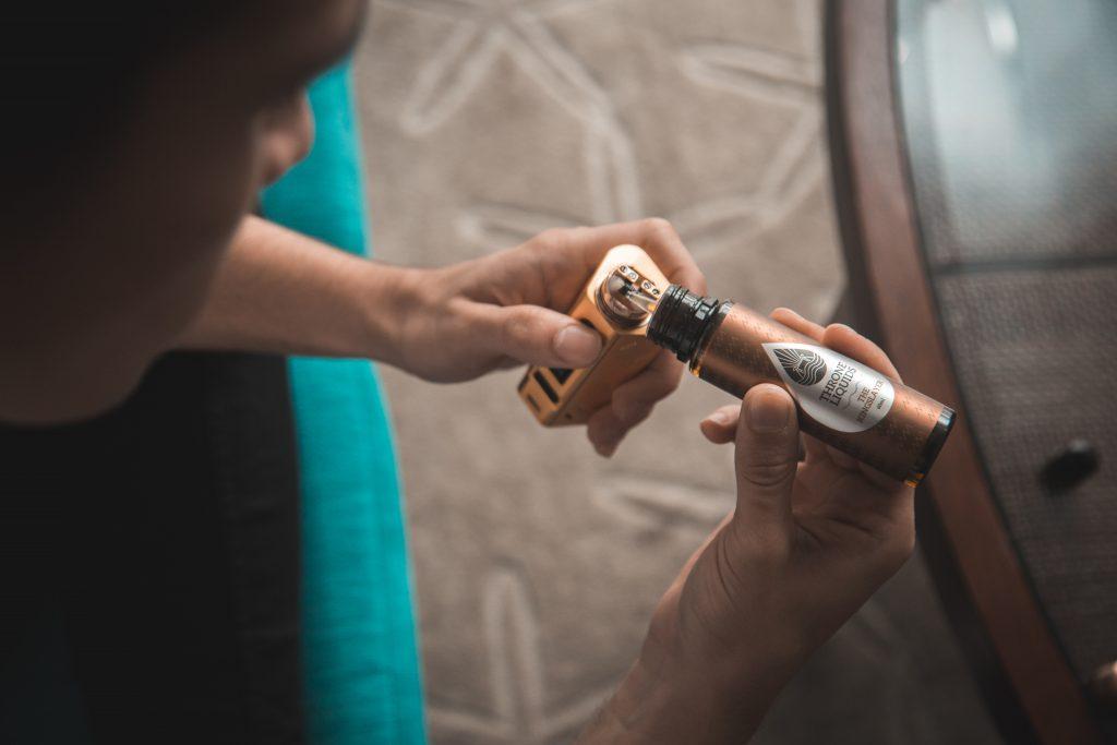 Vaping vs Smoking - Vaporizer